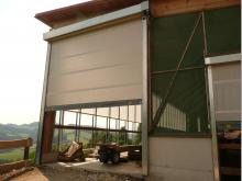Fix montiertes Windschutznetz